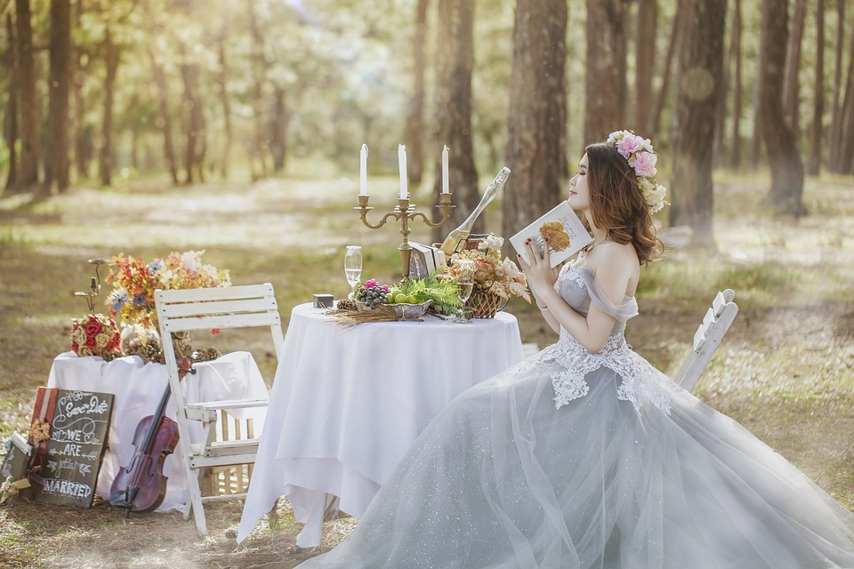 4 Ways To Add Atmosphere To A Covid Wedding