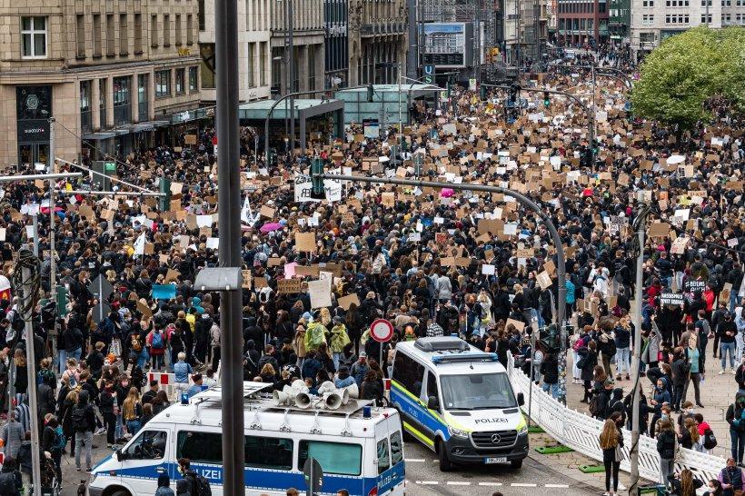 Zehntausende demonstrieren gegen Rassismushamquali.cleaned