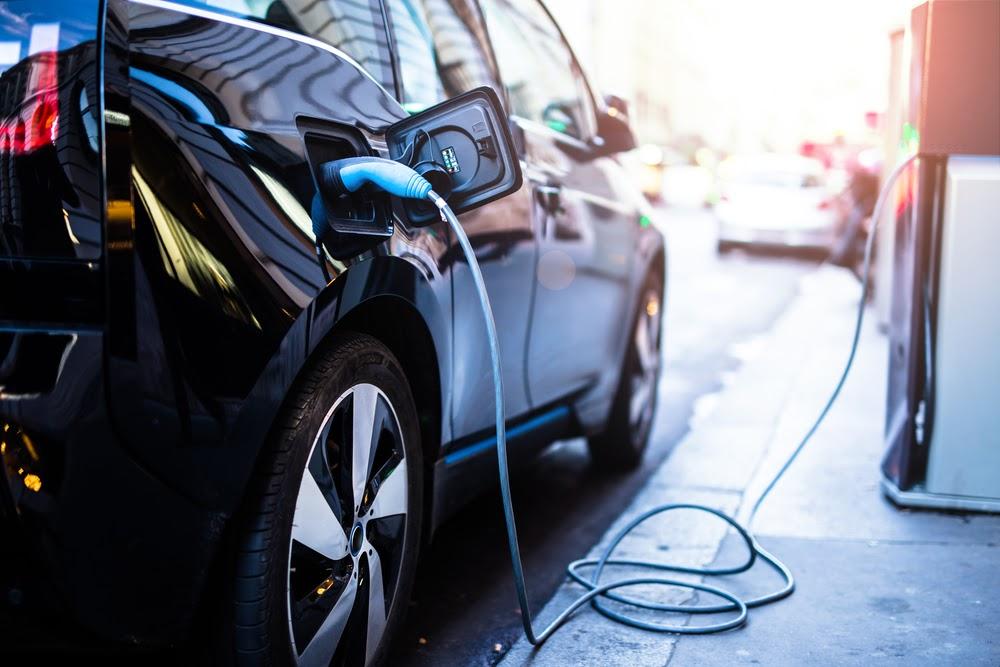 Para rodar 200 quilômetros, o consumidor terá que desembolsar cerca de R$ 15. (Shutterstock/Reprodução)