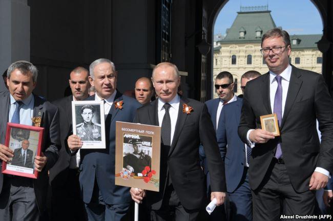 """Биньямин Нетаньяху и Владимир Путин в Москве на шествии """"Бессмертного полка"""" 9 мая 2018 года"""