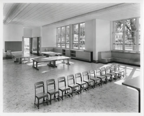 Beach_Court_Elementary_School_class_room