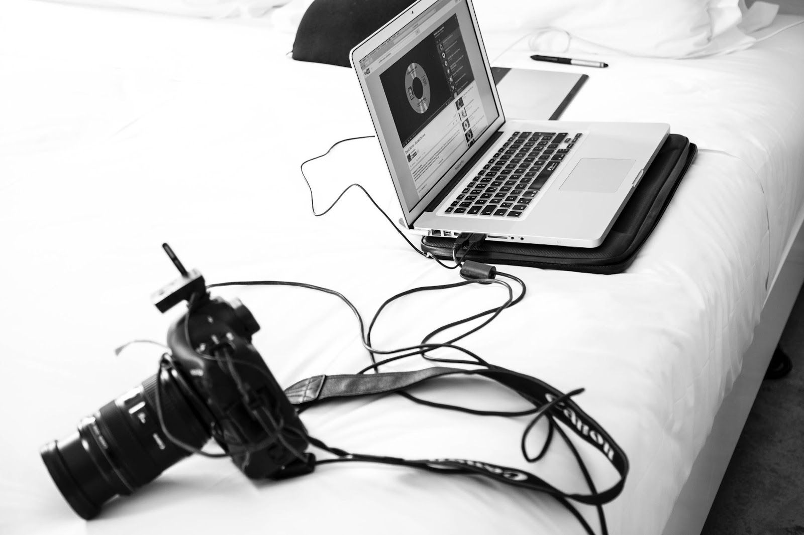 camera connected to laptop