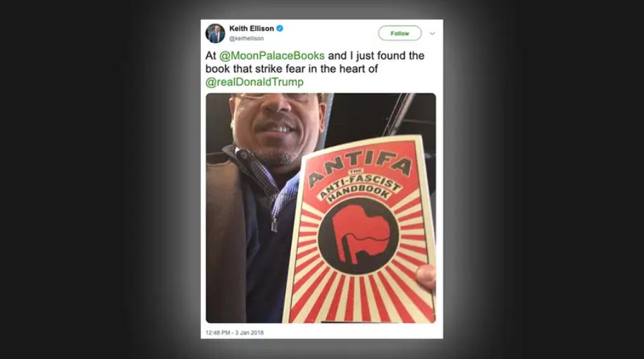 Keith Ellison từng ra mặt ủng hộ tổ chức Antifa và ông ta đã từng tự hào cầm cuốn sách có tựa đề Antifa: Cẩm nang chống phát xít.