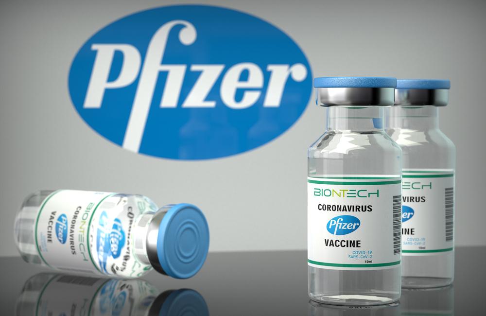 A vacina é produzida pela farmacêutica estadunidense Pfizer com a empresa alemã BioNTech. (Fonte: Shutterstock/Giovanni Cancemi/Reprodução)