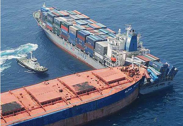 Картинки по запросу столкновение контейнеровозов