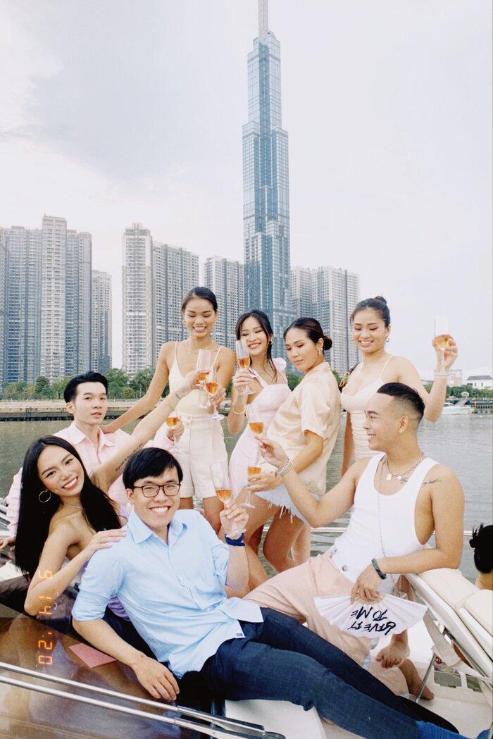 Vũ Thảo My tổ chức sinh nhật cùng bạn bè bên du thuyền - ảnh 2