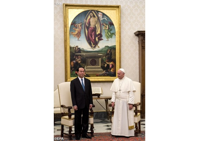 Pope Francis poses with President of Vietnam, Tran Dai Quang, during a private audience in the Vatican - EPA