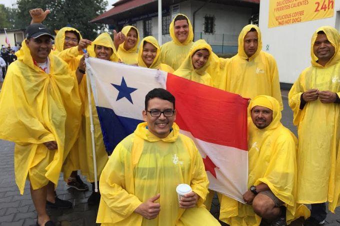 World Youth Day pilgrims from Panama July 30, 2016. Credit: Kate Veik/CNA.