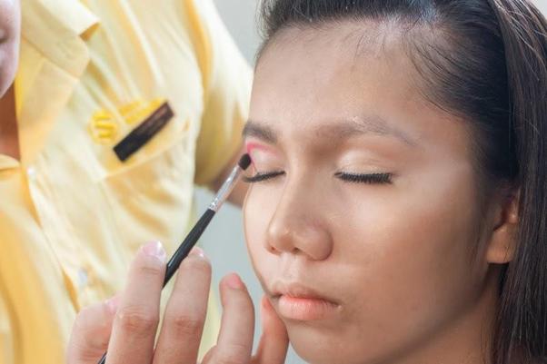 Makeup giúp giấu nhẹm mọi khuyết điểm để trở nên nổi bật