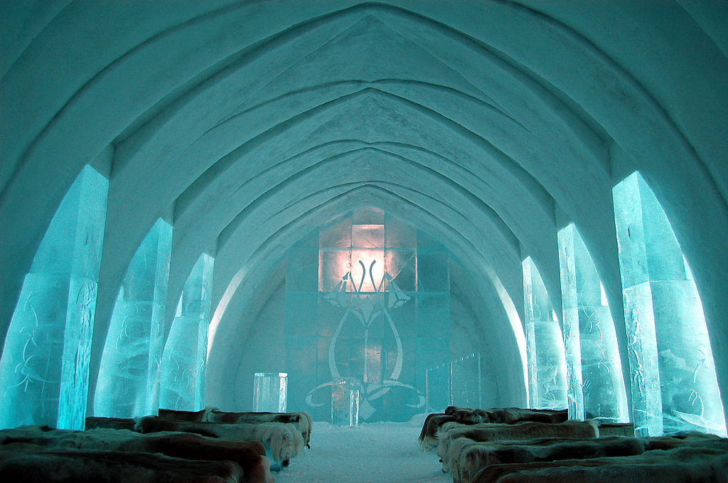 1024px-Ice_Hotel_Church_Jukkasjärvi.jpg