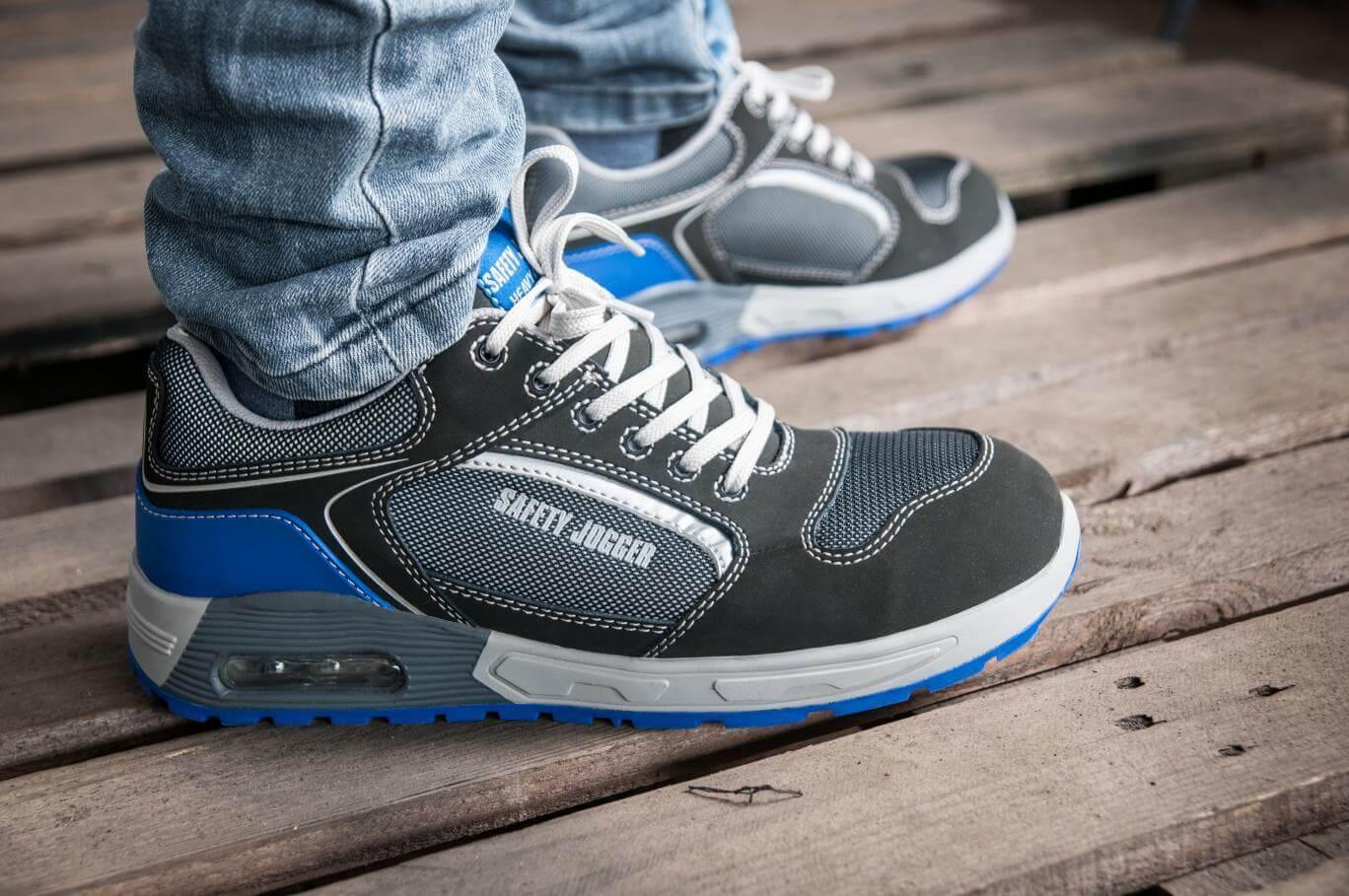 Giày bảo hộ - sản phẩm không thể thiếu của người lao động