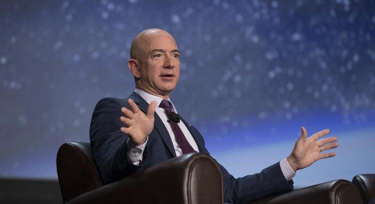 Jeff Bezos mang tham vọng đưa con người lên vũ trụ.