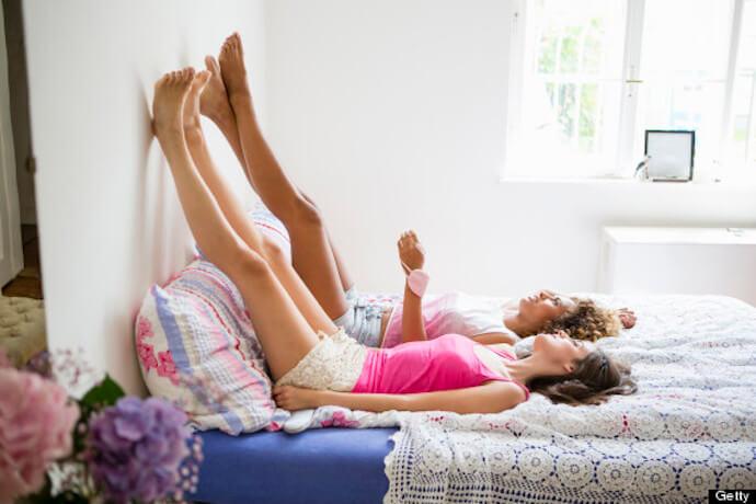 Những cô nàng lười biếng vẫn có thể giảm cân với các bài tập đơn giản trên giường ngủ.