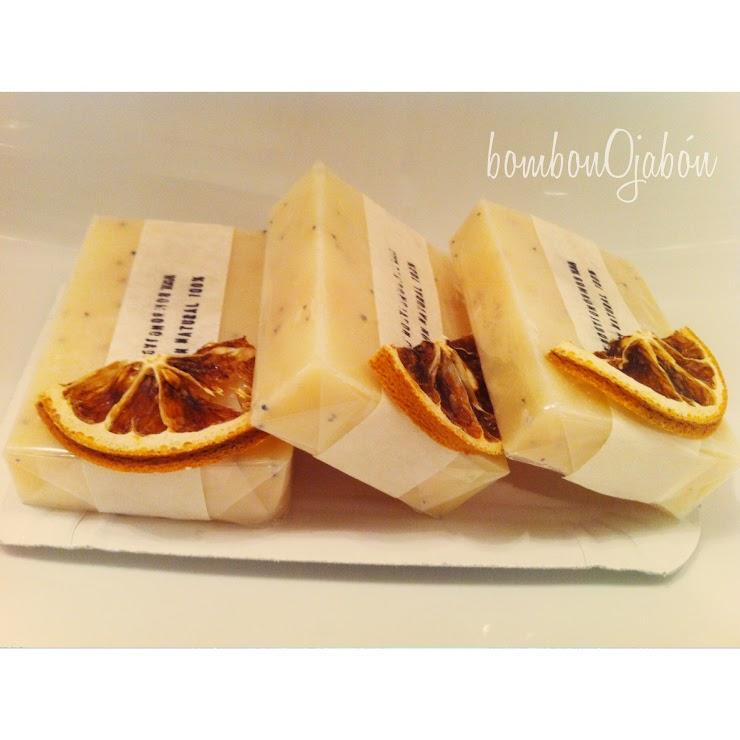 Jabón de limón, semillas de amapola (no incluye corteza de limón)