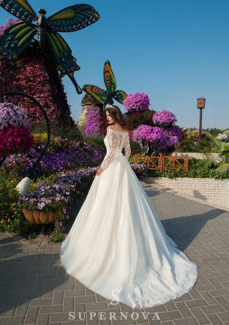 Весільна сукню з пишною мереживною спідницею від Supernova