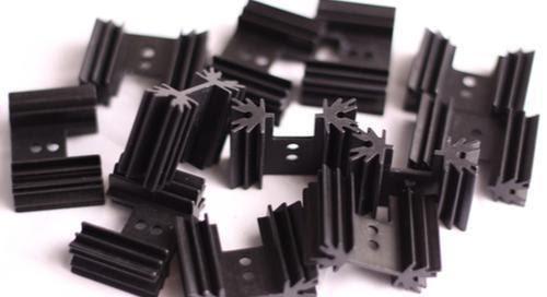 dissipateurs thermiques en aluminium noir