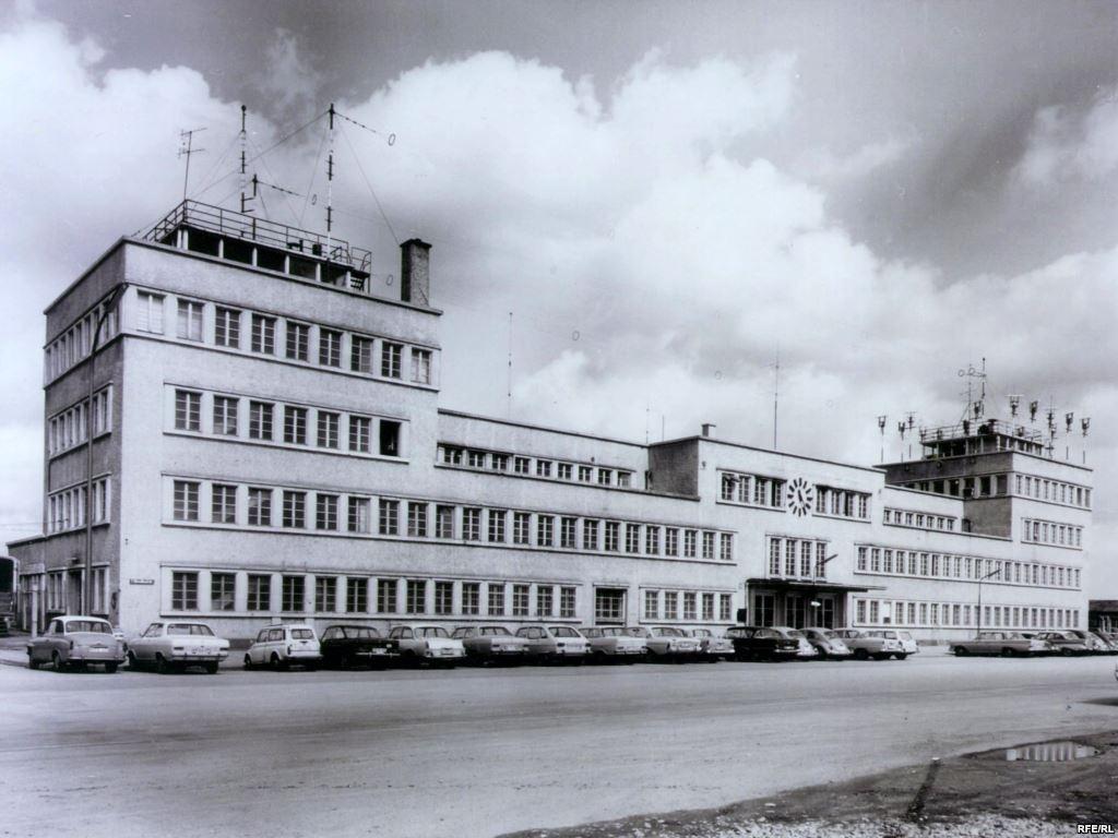 ШТАБ ПРАВДЫ: Здание бывшего аэропорта Мюнхена, в котором размещалась Свободная Европа