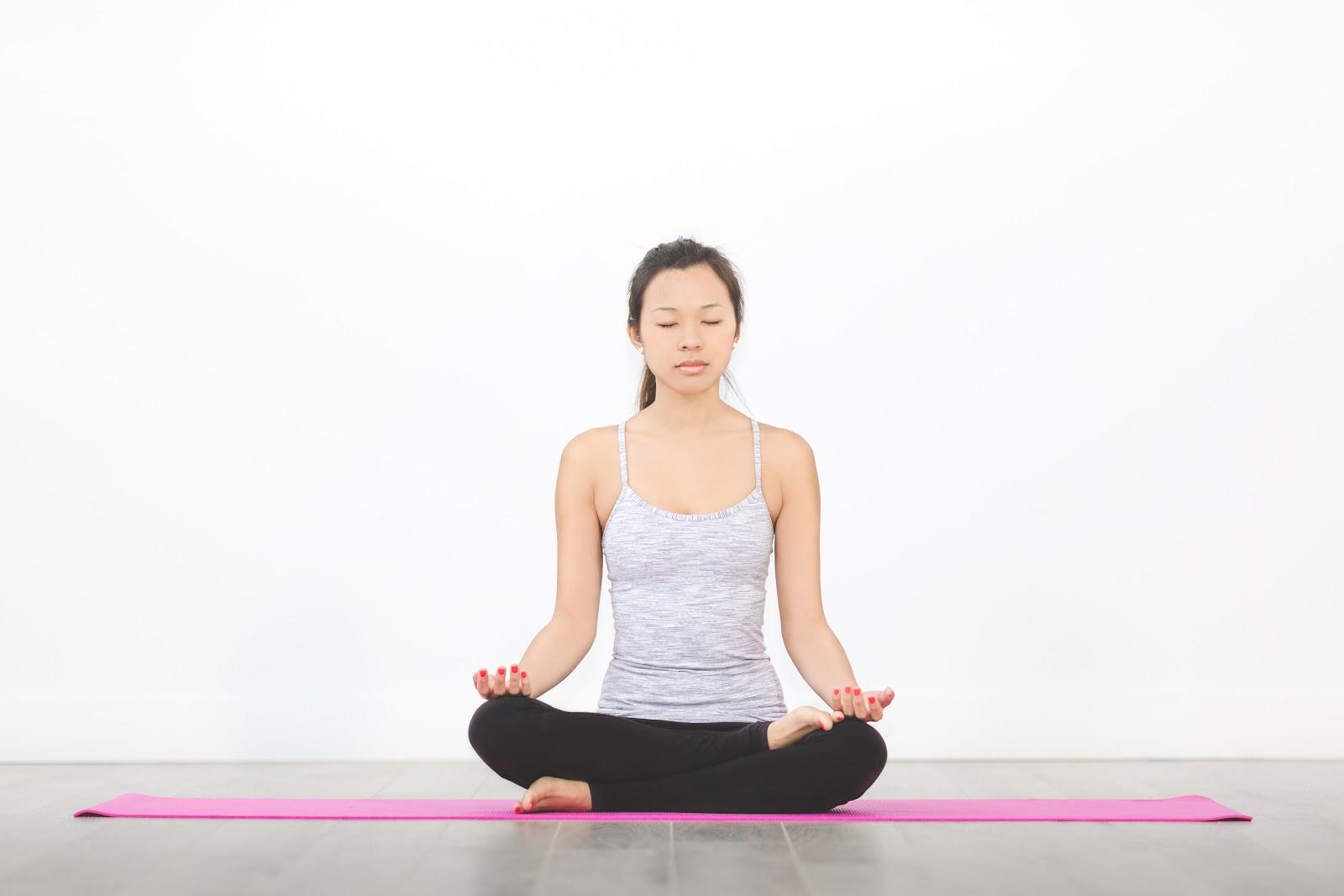 5 Ways to Correct Posture : Ardha Padmasana