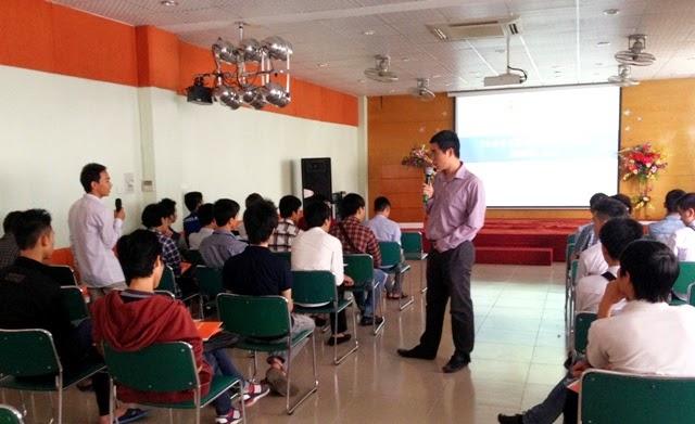 Tại buổi định hướng, tân sinh viên Cao đẳng thực hành FPT Polytechnic Hà Nội còn được gặp và trao đổi với ThS. Vũ Chí Thành - Giám đốc FPT Polytechnic Hà Nội.