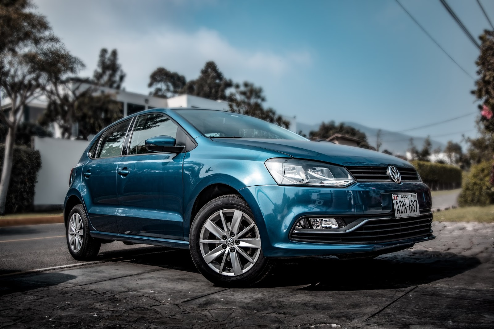 Praticamente todos os carros vendidos atualmente, mesmo populares, têm injeção eletrônica (Imagem: Jose Carbajal/Unsplash)