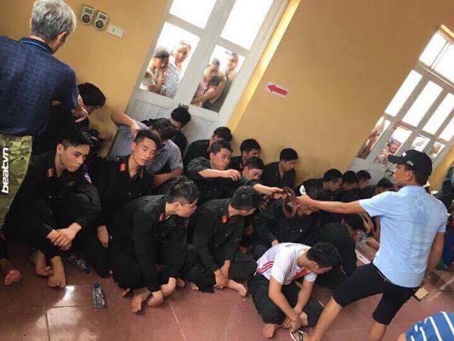 Người dân xã Đồng Tâm bắt giữ người trái phép