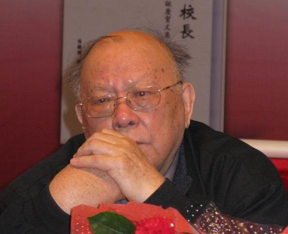 6-1-江平与俞梅荪谈话后,黯然无语,一脸凝重,在八十华诞会上作《中国的法治处在一个大倒退时期》讲演。