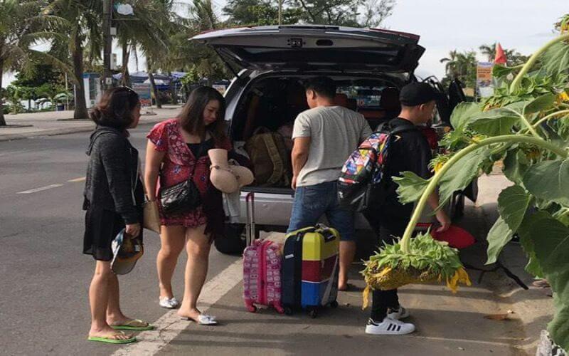 Thuê xe 7 chỗ Inova tại Quảng Bình QBTravel