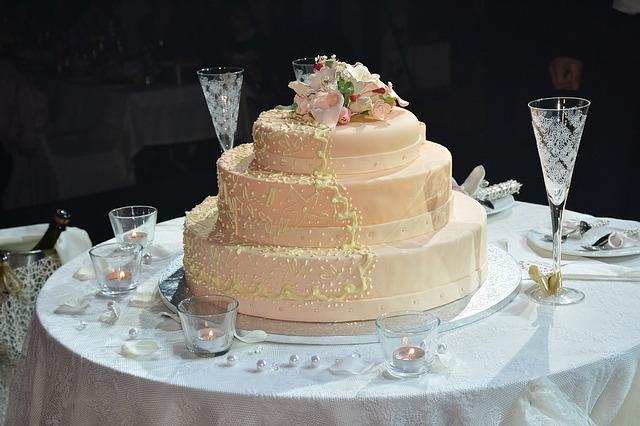 wedding-cake-1280014_640.jpg