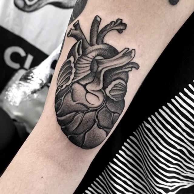 ลายสักหัวใจขาวดำ8