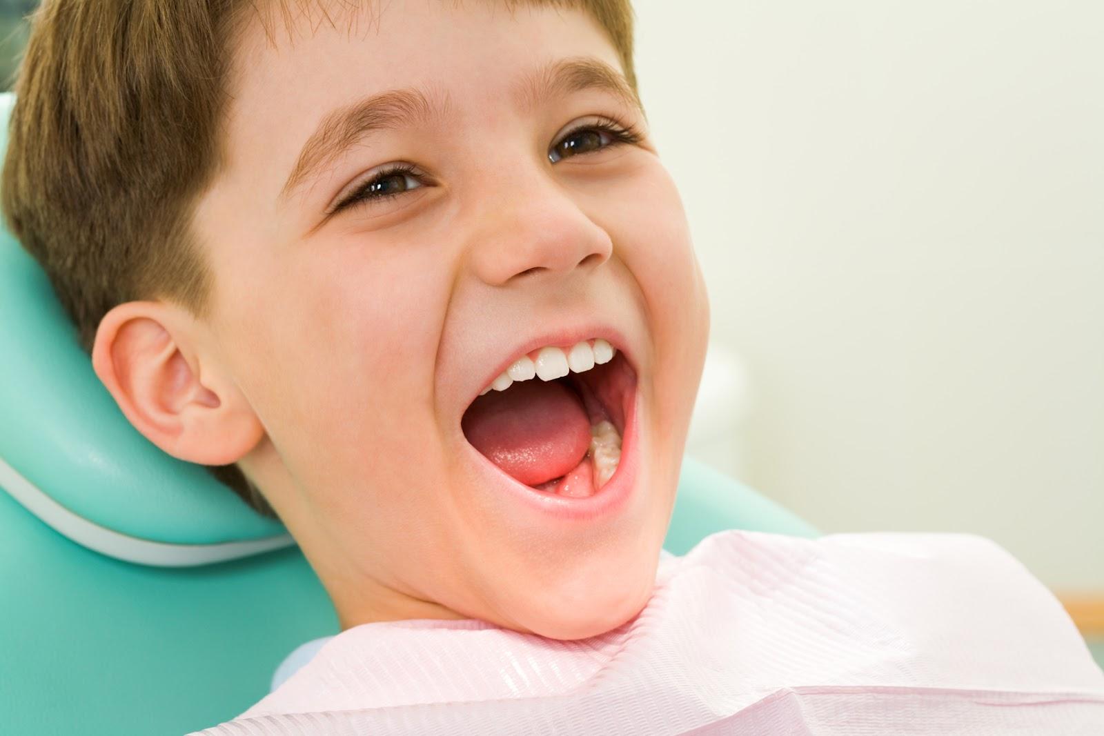 Hàn răng cửa bị mẻ được thực hiện thế nào?