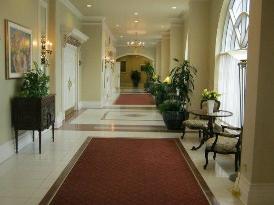Sử dụng thảm trải sàn đơn giản làm đẹp hành lang