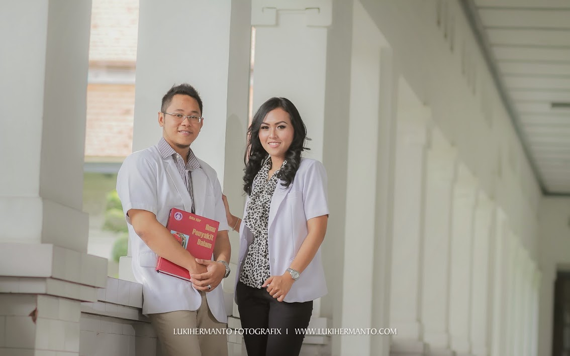Foto prewedding 2014 di kampus unair