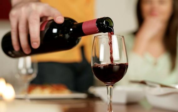 Mách bạn thời điểm uống rượu vang thích hợp