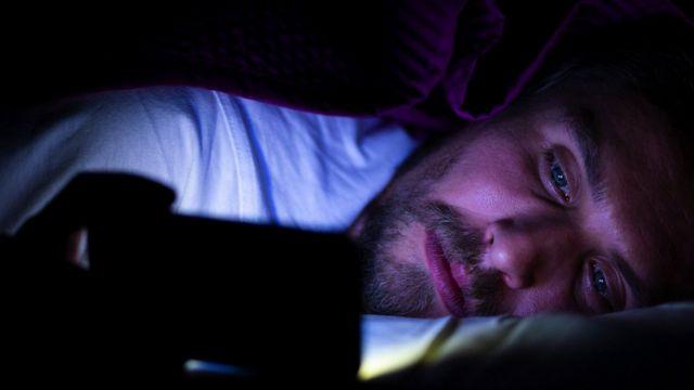 Чоловік у ліжку