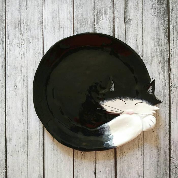 Pecinta Kucing Akan Menyukai Piring Lucu Ini