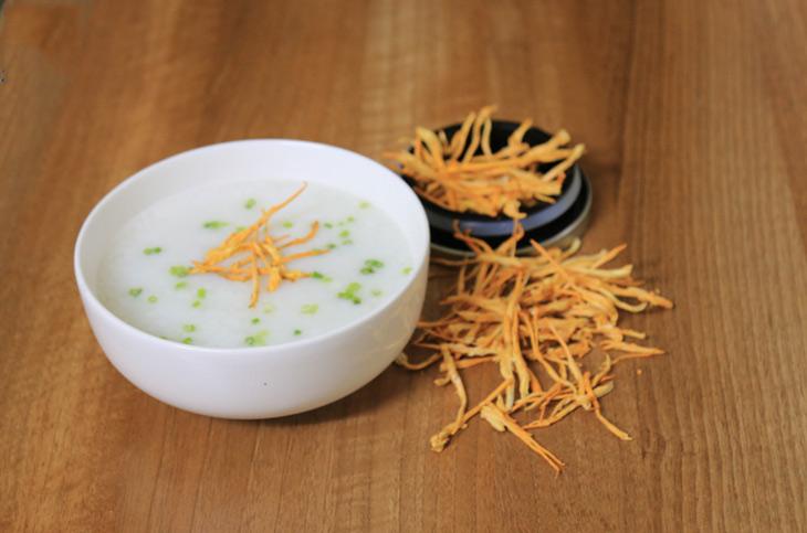 Nấu cháo cùng đông trùng hạ thảo - món ăn ngon và giàu dinh dưỡng