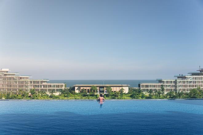 Bể bơi vô cực FLC Grand Hotel Sầm Sơn 01
