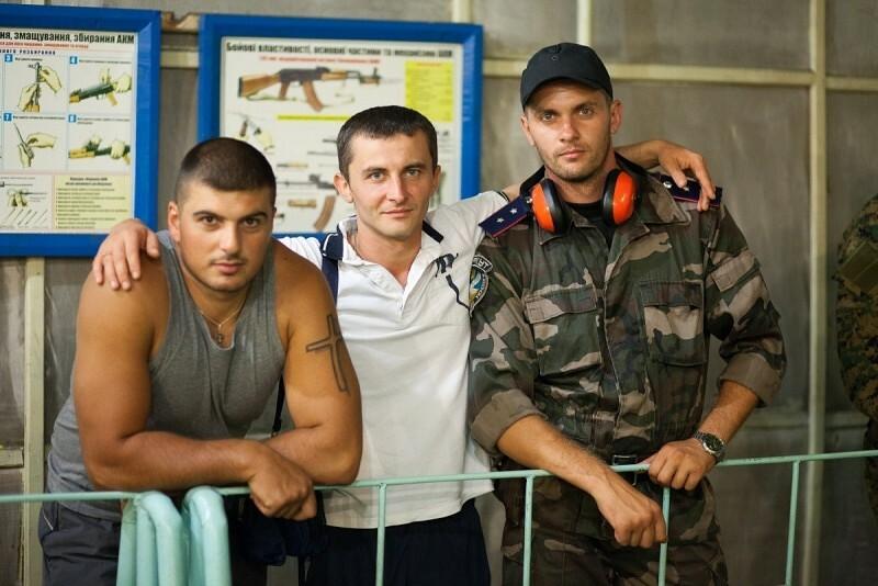Игорь Запалух (справа) с бойцами Николаевской милиции, Донецк, август 2012 года.