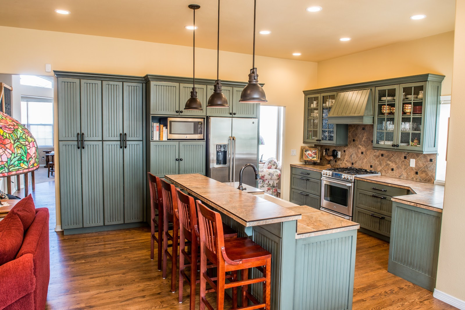 picture of a kitchen with green cabins