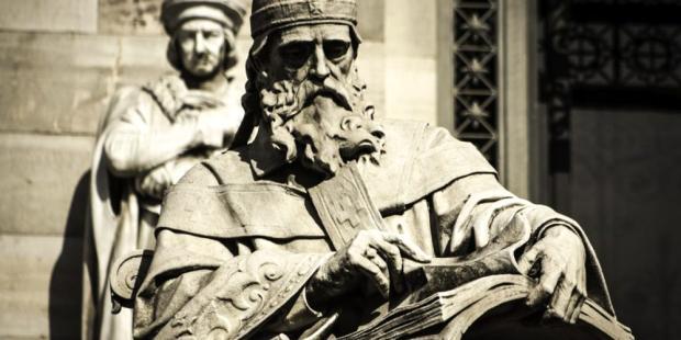 C:\Users\usuario\Desktop\web3-ten-tasks-catholic-thinker-hector-gomez-herrero-estatua_de_san_isidoro_de_sevilla_en_la_biblioteca_nacional-e1490815226833.jpg