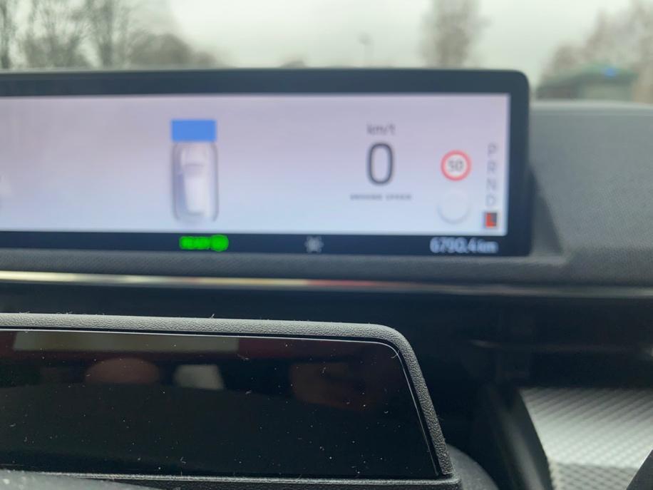 Et bilde som inneholder tekst, bil, kontrollpanel  Automatisk generert beskrivelse
