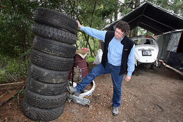 Dixon & Son Tires sponsor Desert Dingo Racing