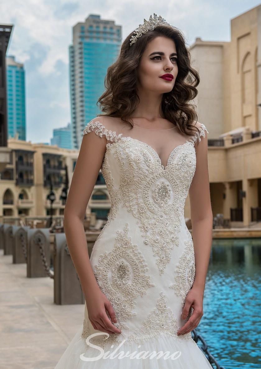 ea5dc435f89ffd Квіткова вишивка і аплікація — тренд, заданий вечірніми сукнями,  підхоплений весільними. Таке рішення завжди виглядає жіночно і розкішно.