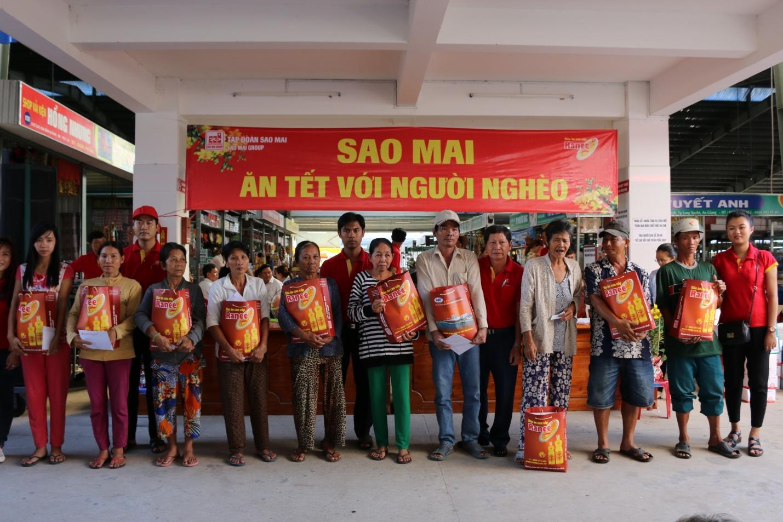 3. Sao Mai ăn tết với người nghèo là một trong những chương trình thiện nguyện thường niên của Tập đoàn.JPG