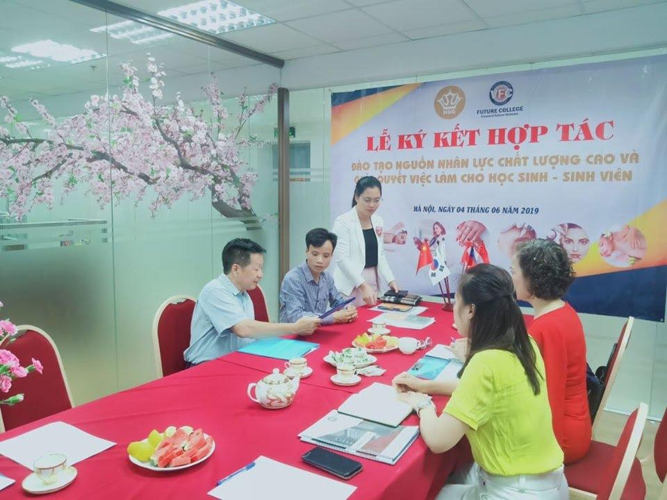 Lễ ký kết hợp tác giữa trường trung cấp Future Việt Nam với Thẩm mỹ viện Hoàng Gia - Ảnh 4
