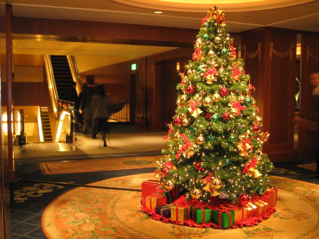 File:Christmas Tree at the Westin Tokyo.jpg - Wikimedia Commons
