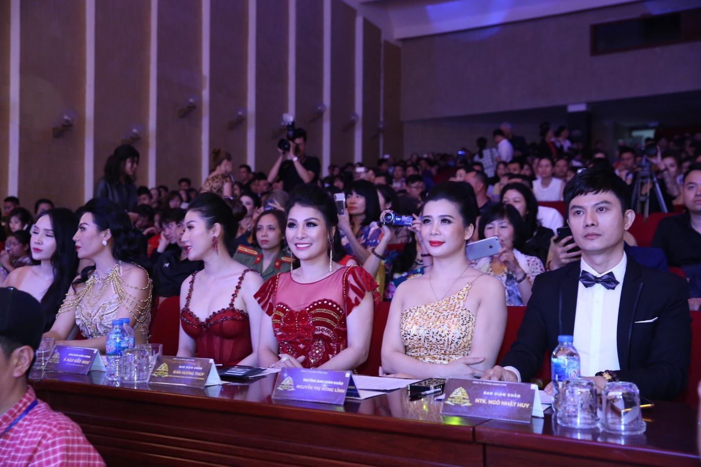 Hoa hậu doanh nhân Đàm Hương Thủy nổi bật khi ngồi ghế giám khảo Hoa khôi Đại sứ môi trường Hải Phòng năm 2019  - Ảnh 2