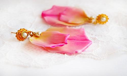 E:\Jay\Guest Post\SFAM\Pending Post\Attractive and Fabulous Earrings Gifts for your Love (1)\Rose Petals Earring.jpg