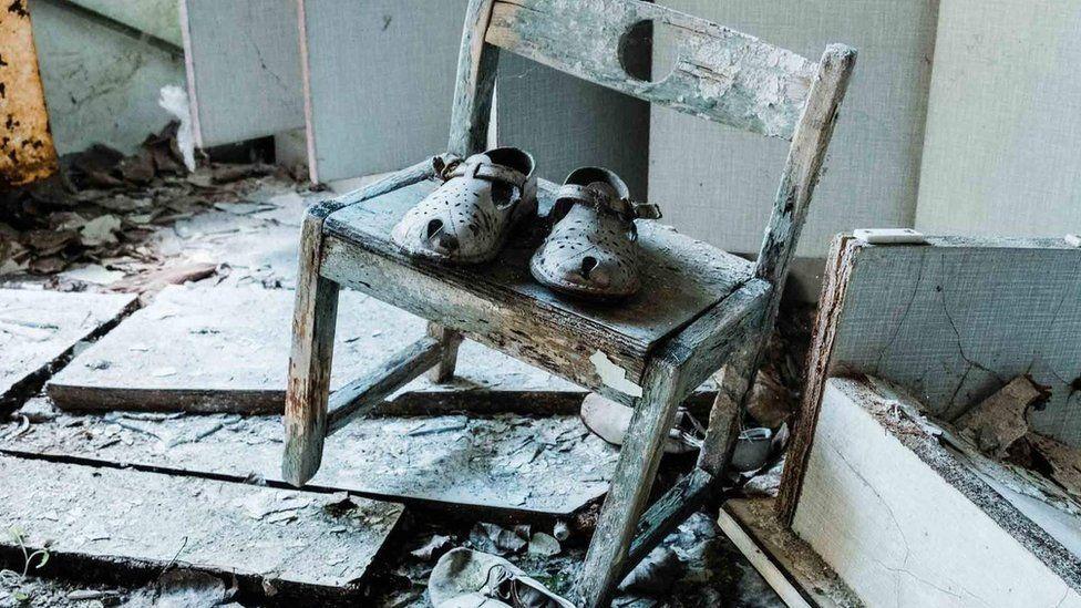 Детские ботинки, найденные в яслях в Припяти