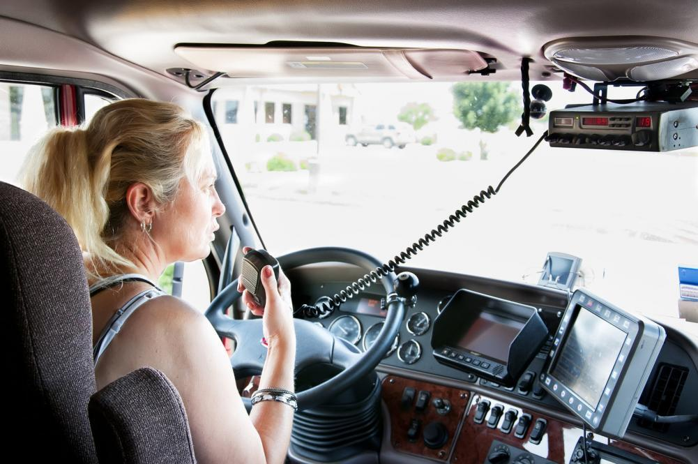 http://streaming.yayimages.com/images/photographer/rcarner/a44223af6d3483ca0faf9ab73a1d83cd/blonde-woman-truck-driver-talking-on-her-radio.jpg